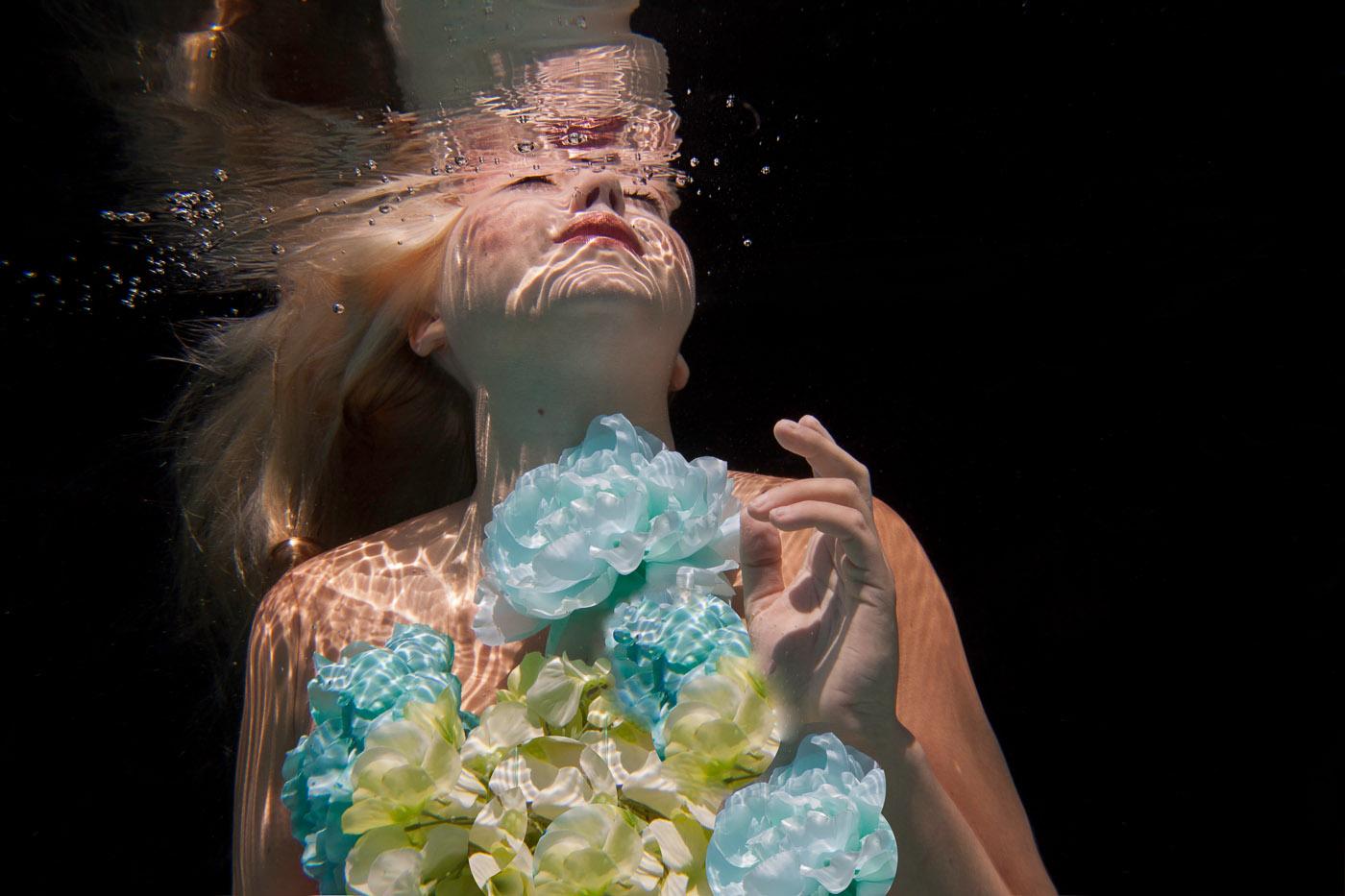 underwater amazing photographer