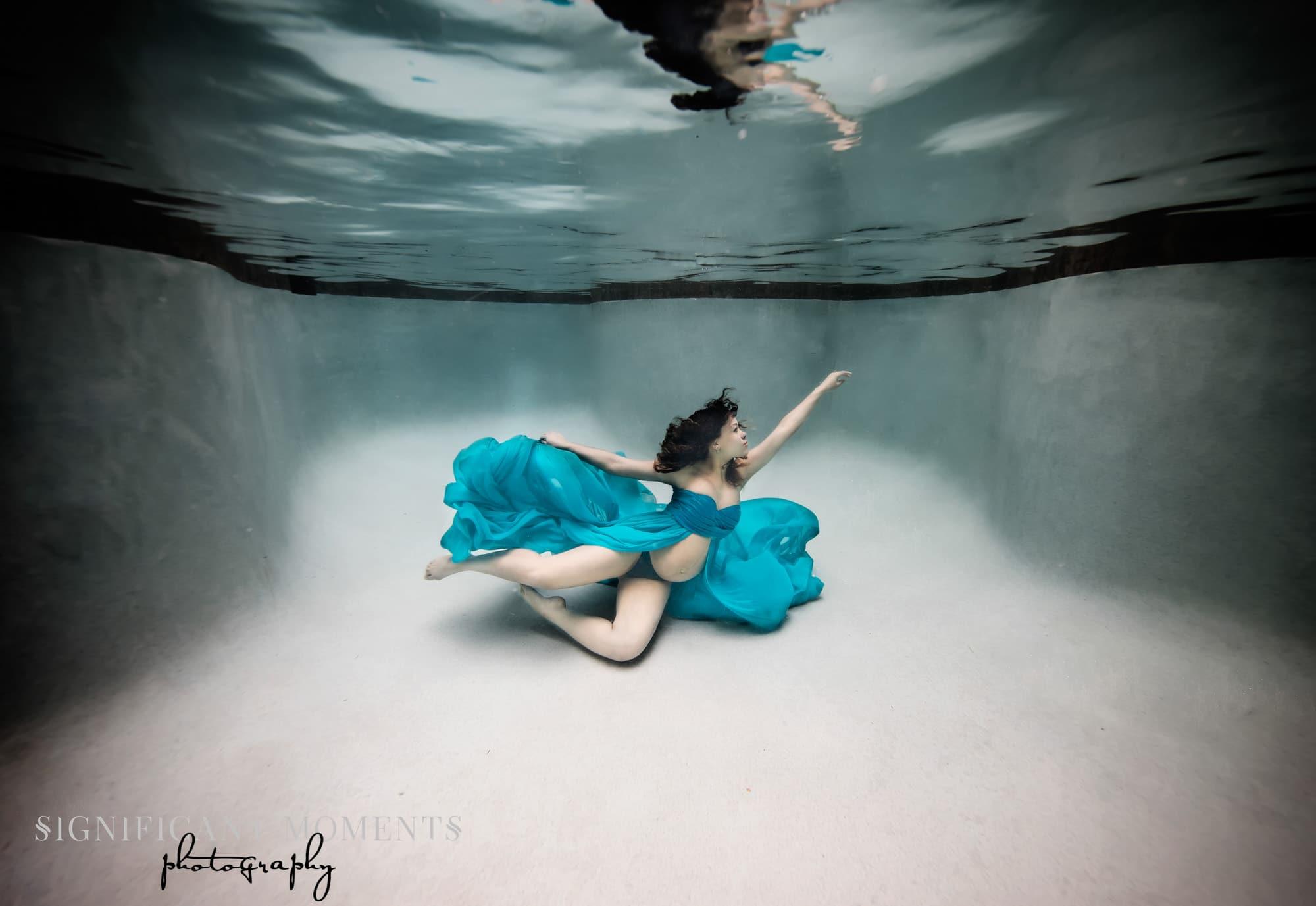 photographer underwater maternity atlanta