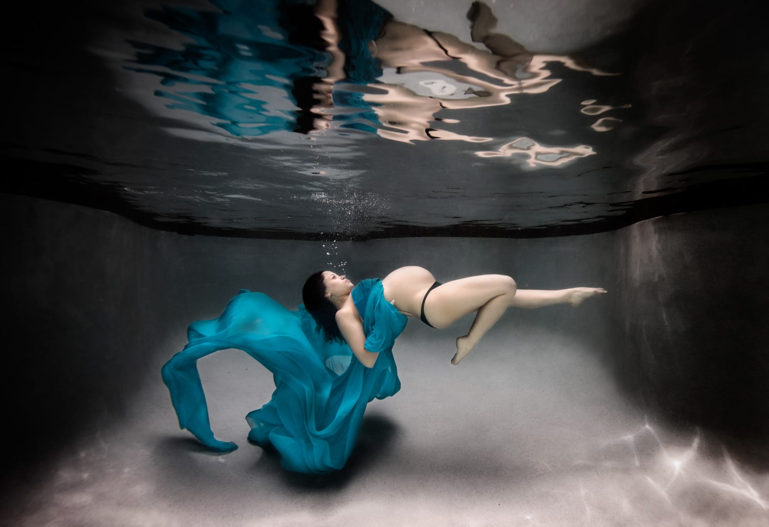 underwater maternity photographer